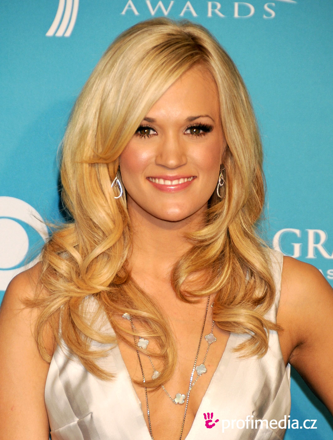 Carrie Underwood Hairstyle Easyhairstyler