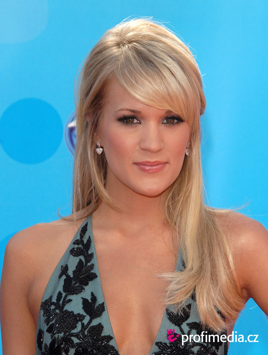 Carrie underwood hairstyle easyhairstyler you can try this carrie underwoods hairstyle with your own photo upload at easyhairstyler urmus Image collections
