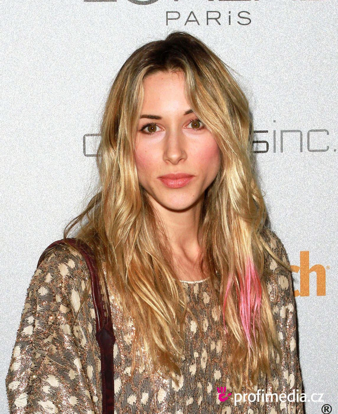 Gillian zinser coiffure happyhair for Miroir virtuel coiffure
